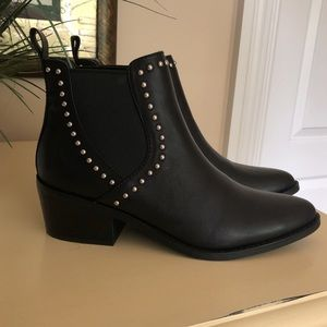 4cba647a549 Steve Madden Shoes - never worn steve madden booties